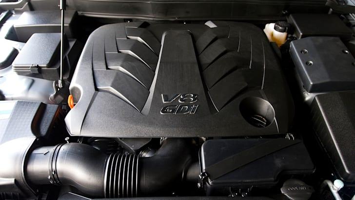 Hyundai Genesis Sedan - 4
