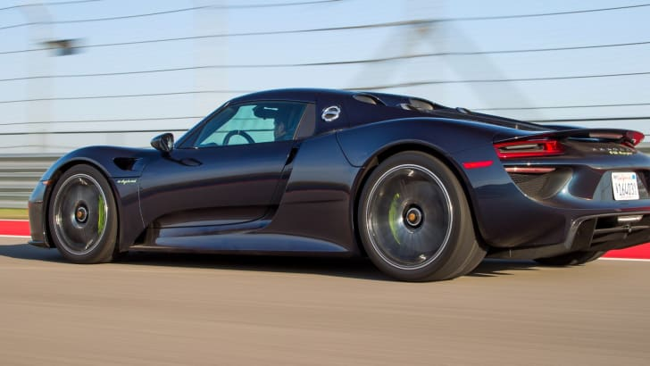 2014-porsche-918-spyder-sold-out-3