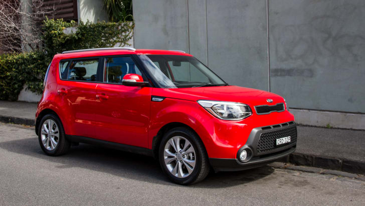 2014-kia-soul-red-manual-hatch-22