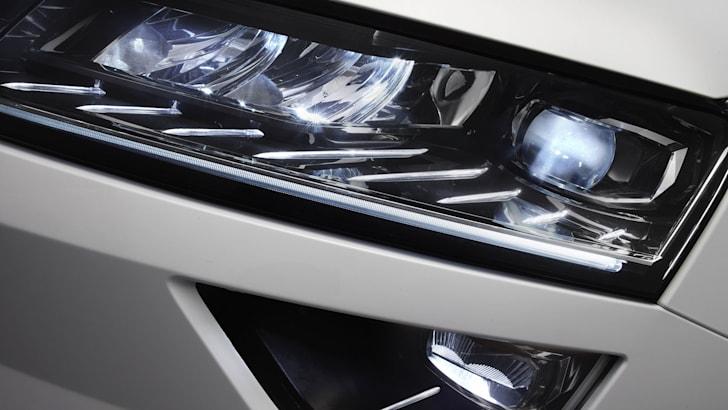 skoda-karoq-headlights
