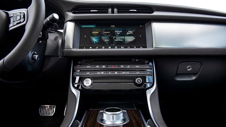 2016 Jaguar XF - 1