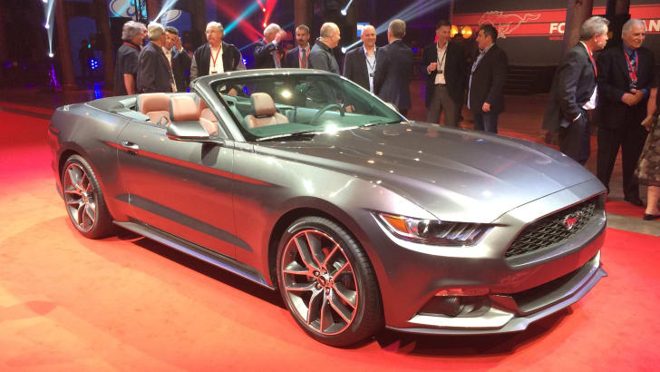 Ford Mustang convertible front quarter