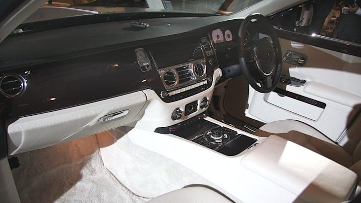 Rolls-Royce-Ghost-intpass