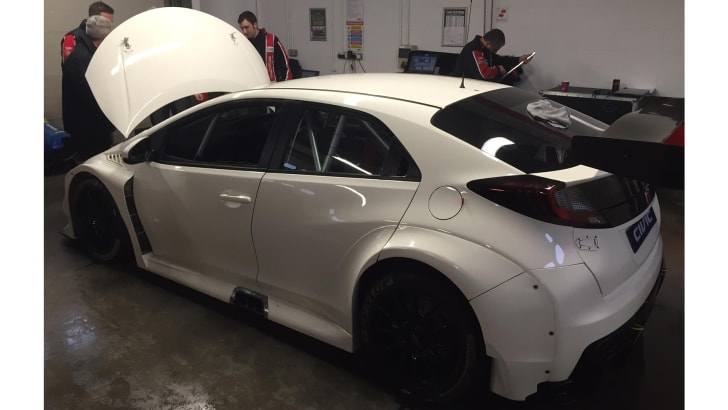 honda-civic-type-r-btcc-rear