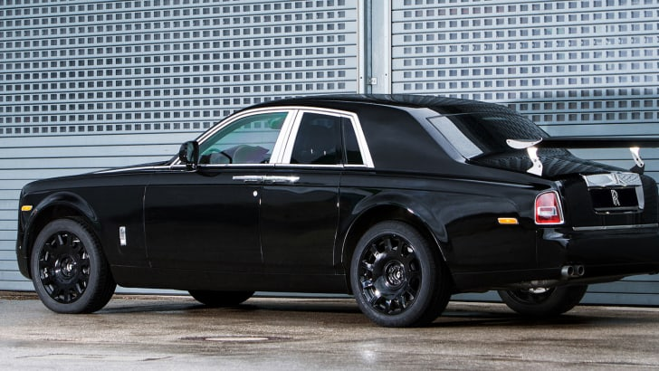 rolls-royce-project-cullinan-awd-mule-rear