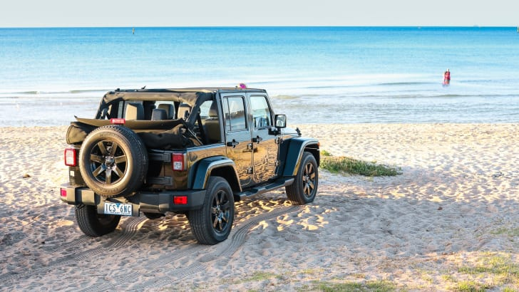 2014-jeep-wrangler-blackhawk-summer-24