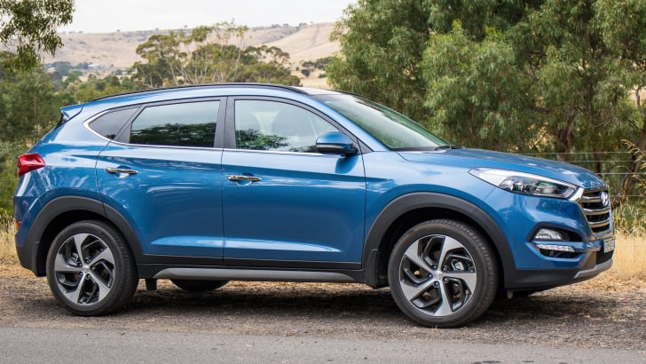 2017-hyundai-tucson-highlander-v-ford-escape-titanium-comparison-18