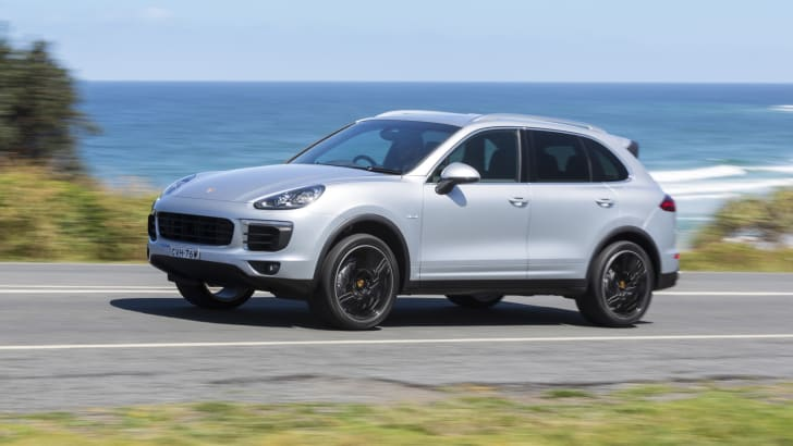 2015-Porsche-Cayenne-Review-040