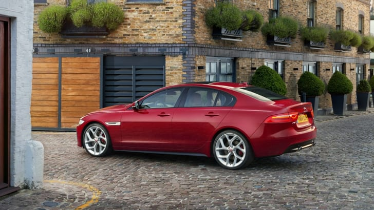 2015-Jaguar-XE_22