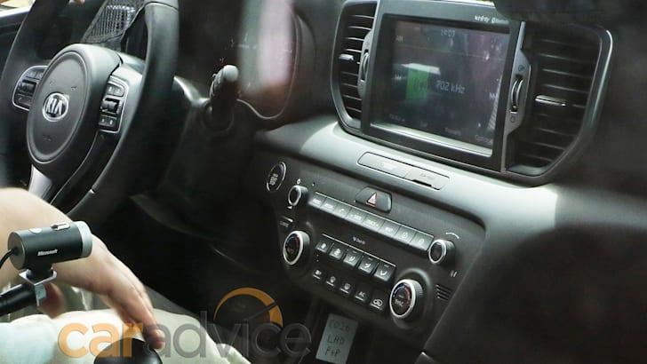 kia-sportage-spy-interior-2