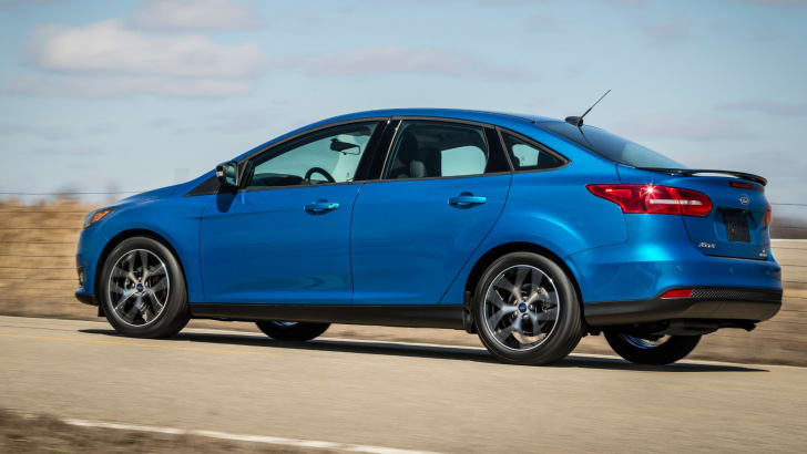 2015-ford-focus-sedan-1