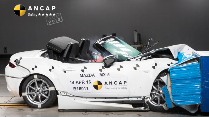 PHOTO - Mazda MX-5 (2016-onwards) frontal offset A