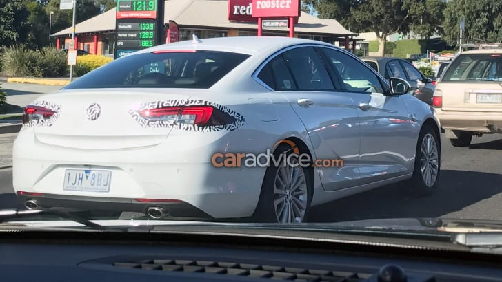 2018_holden_commodore_spy-photo_melbourne_01a