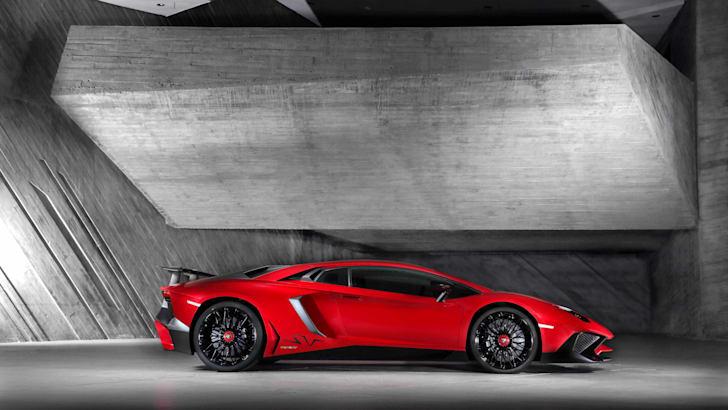 Lamborghini Aventador LP 750-4 Superveloce_Side[3]