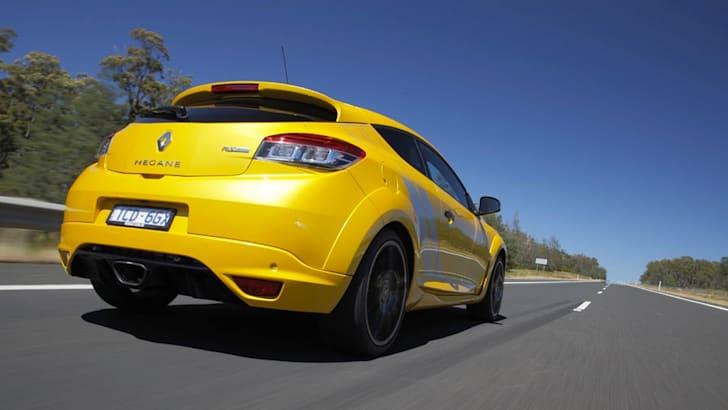 2015-Renault-Megane-RS275-Trophy-2