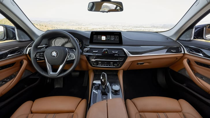 2017_bmw_5-series_luxury-line_12