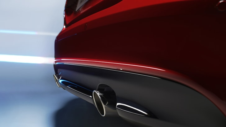 2015-Jaguar-XE_01