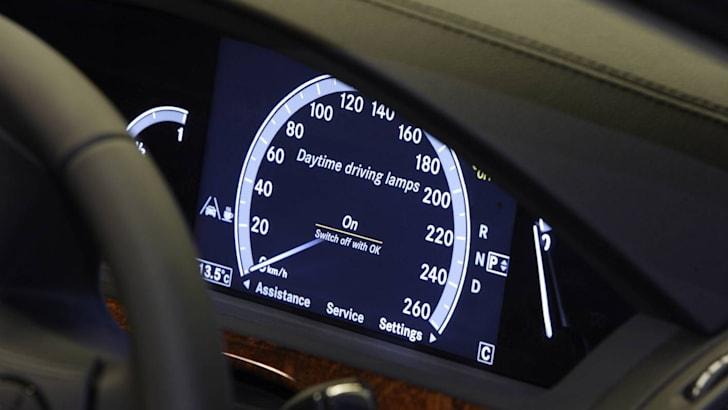 2009-Mercedes-Benz-S-Class-14