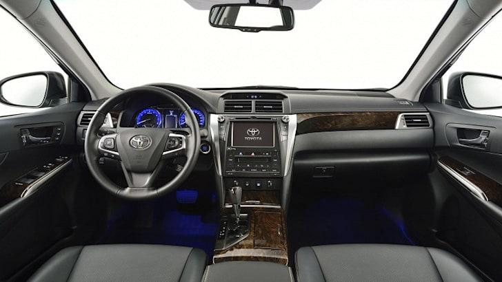 2015-Toyota-Aurion-17