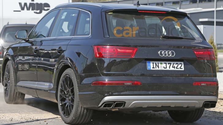 audi-sq7-spy-7-rear