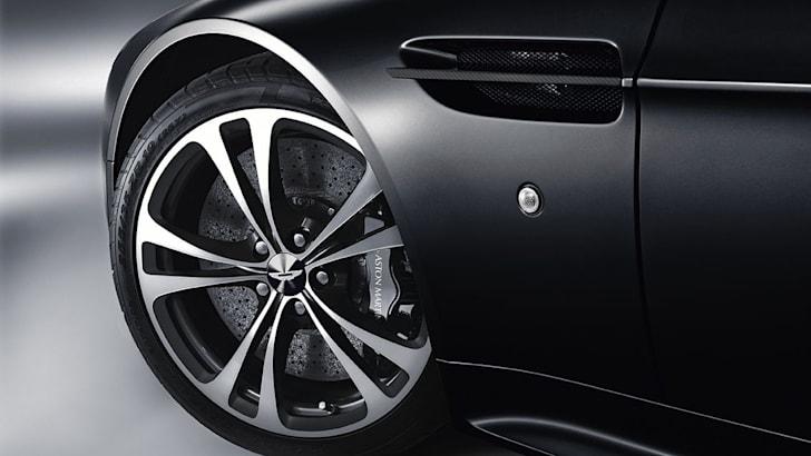 V12 Vantage Carbon Black 3
