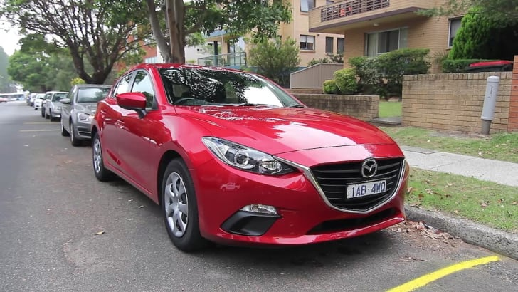 Golf 90 Mazda 3 Neo Comparo Video Stills (12)