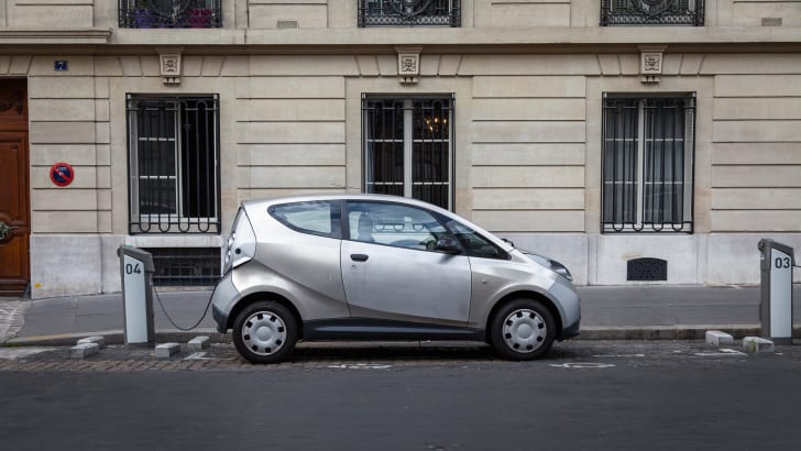 ev-car-share-paris-autolib-2015-01