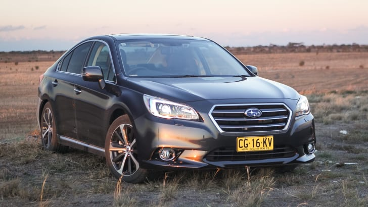 2016-subaru-liberty-3.6R-v-holden--commodore-calais-comparison-5