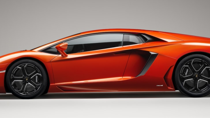 Lamborghini Aventador - 1