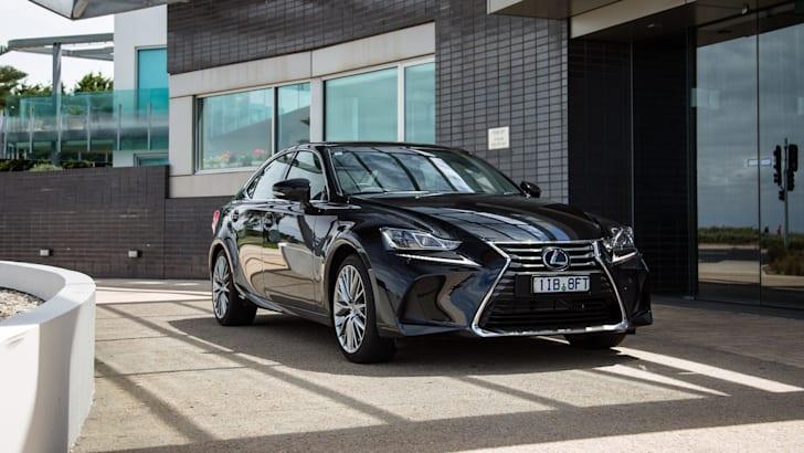 2017-lexus-is300h-sports-luxury-41