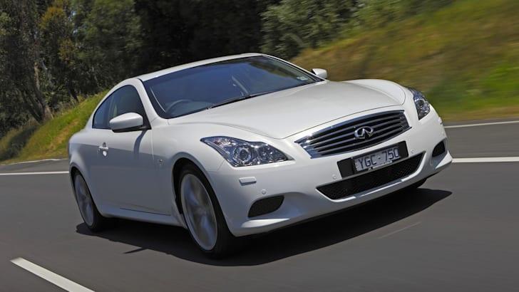 Infiniti G37 Coupe S Premium - Driving 3