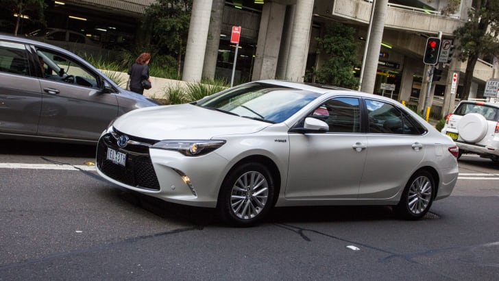 2015-honda-accord-hybrid-toyota-camry-hybrid-lexus-is300h-hybrid-comparison-66