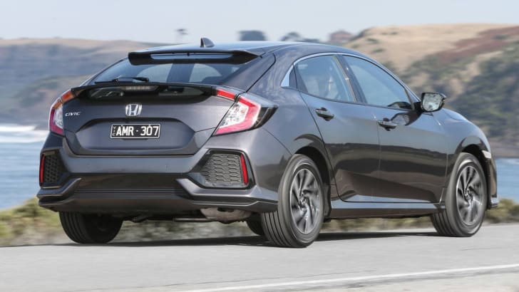 2017_honda_civic_hatch_review_02_civic-vti-s_06