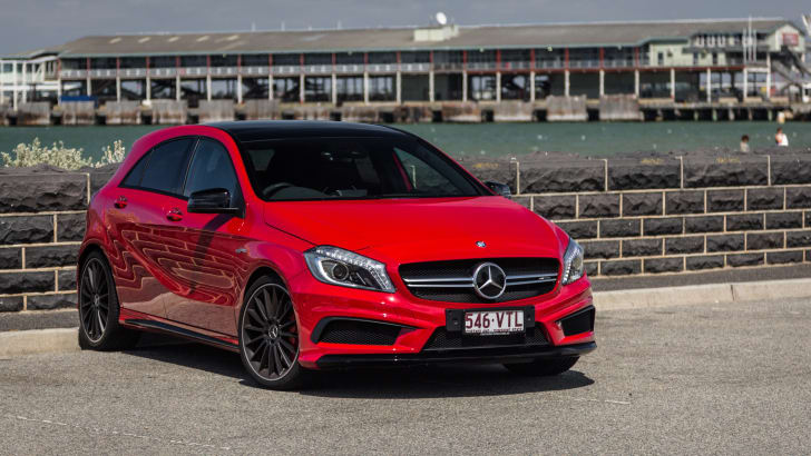 2015-mercedes-benz-A45-amg-hatch-10 (1)