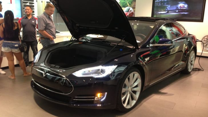 Tesla Model S01