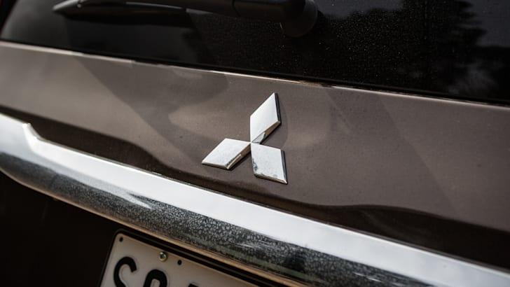 2016 Toyota Fortuner GXL V Mitsubishi Pajero Sport Exceed-25