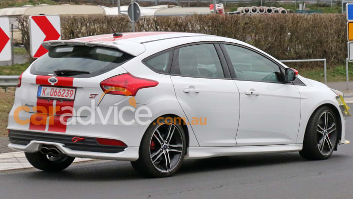 ford-focus-st-270-spy-8-rear