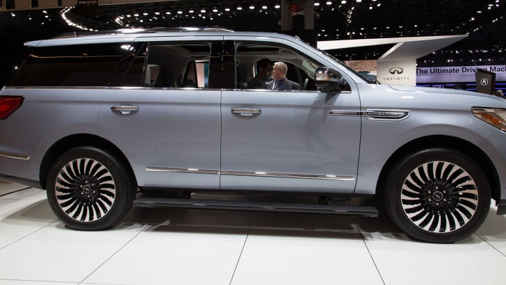lincoln-navigator-side