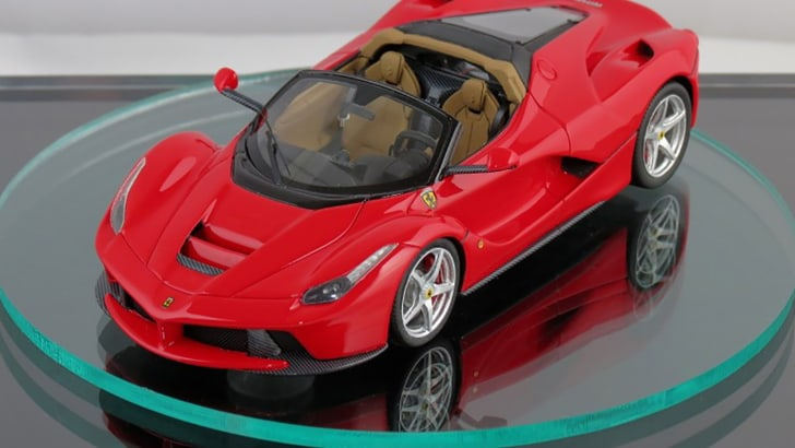 2017-ferrari-laferrari-spider-scale-model-01