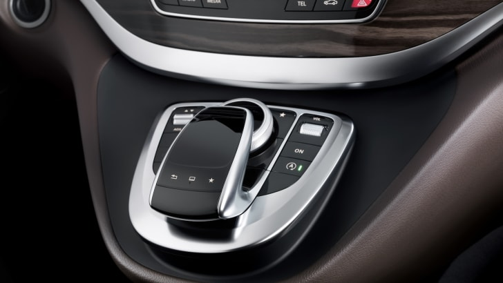 The new Mercedes-Benz V-Class – Interior, Cockpit, Controller,