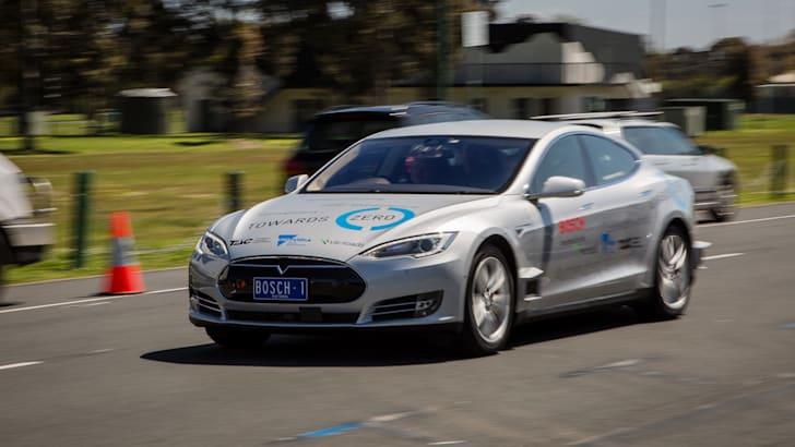 2017-bosch-autonomous-tesla-drive-its-52