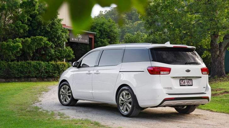 2015-Kia-Carnival-Review-rear