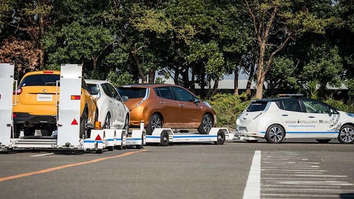 nissan-leaf-autonomous-tow-car-corner