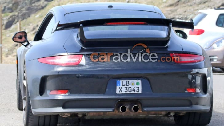 porsche-911-gt3-facelift-spy-7-rear