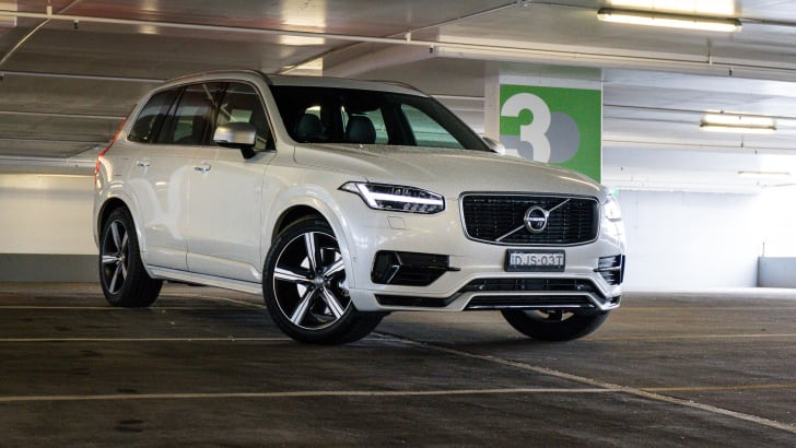 2017-volvo-xc90-t8-rdesign-white-16