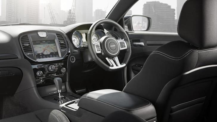 Chrysler-300-SRT8-Core-11