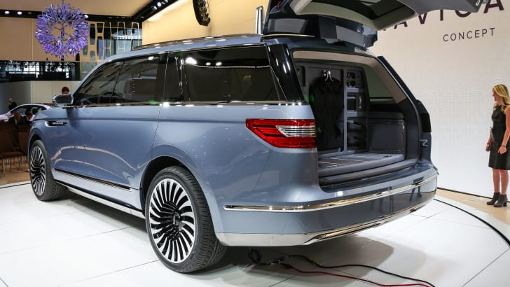 nyias-miss-jw-lincoln-navigator