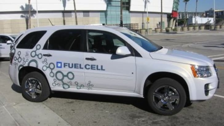 gm-fuel-cell-car-jj-001