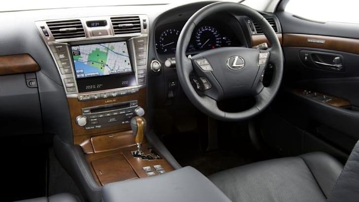 Lexus-LS-460-Sport-112