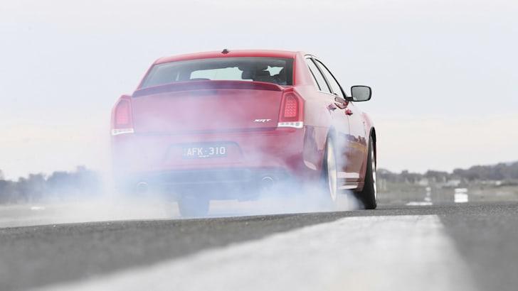 Chrysler_300_SRT_00043